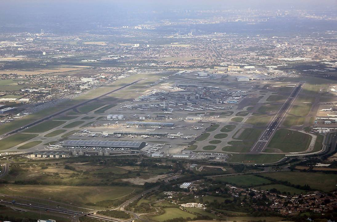 Heathrow to close runway after fall in traffic